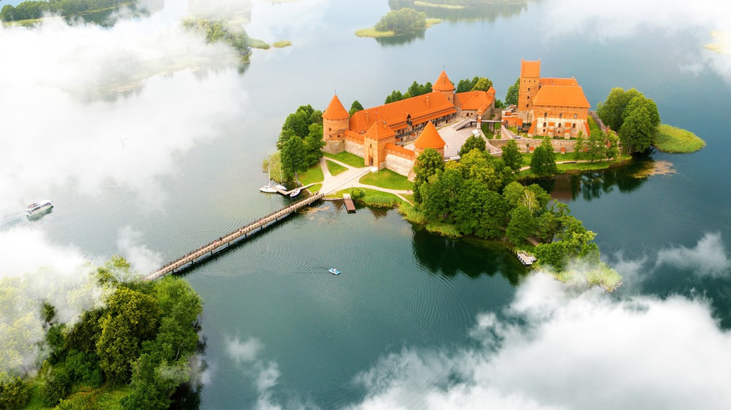 Old castle in Trakai, Lithuania | © PROSIGN/Shutterstock