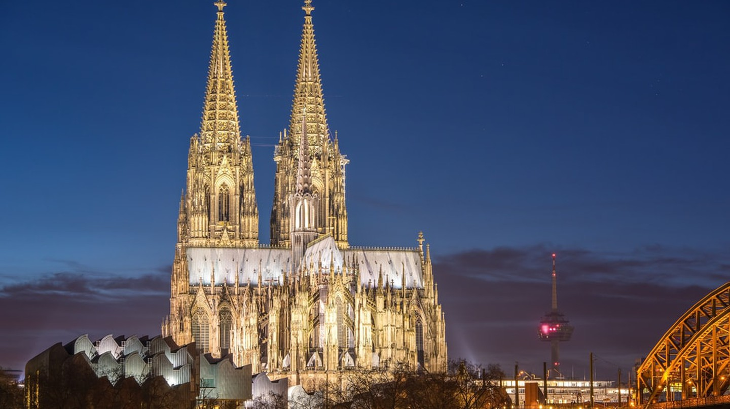 Cologne cathedral at night | © freedom100m / Shutterstock