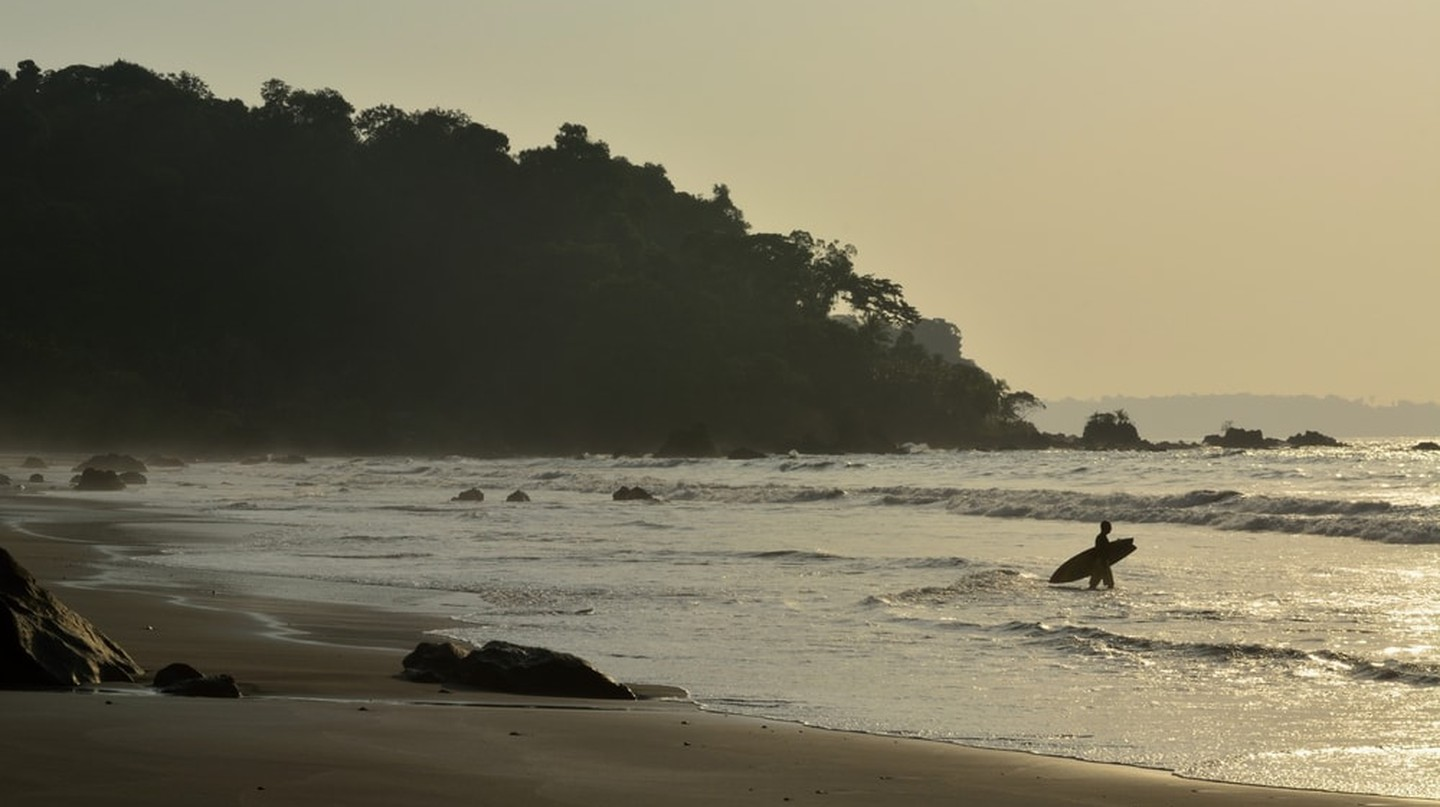 Surfer paddling out in Nuqui, Colombia | © LUC KOHNEN/Shutterstock