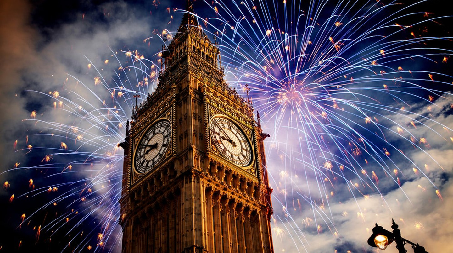 Fireworks around Big Ben | © melis/Shutterstock