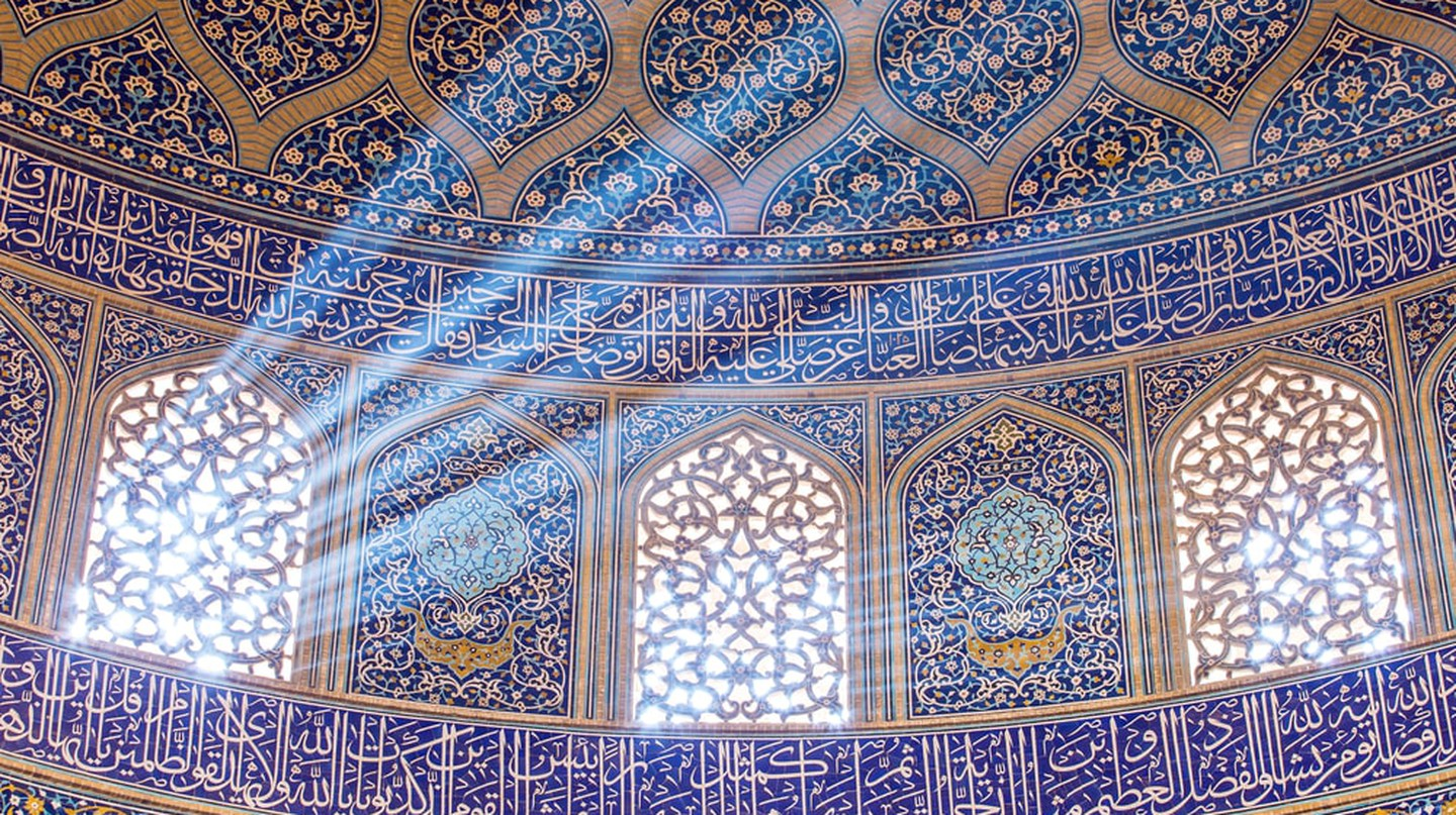 Sheikh Lotfollah Mosque at Naqhsh-e Jahan Square in Isfahan | © Alexander Mazurkevich/Shutterstock