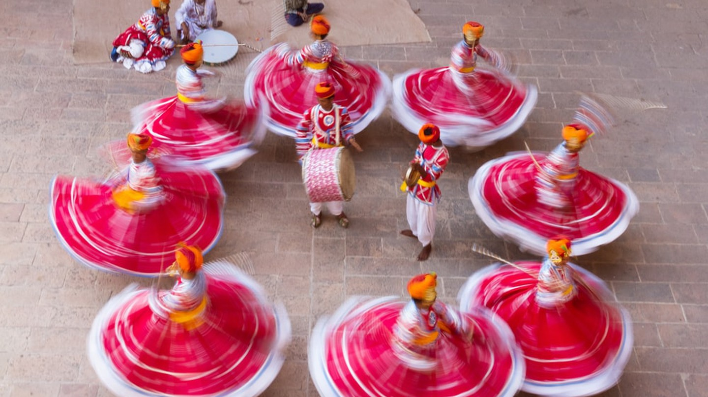 Dancers in Rajasthan in red skirts and yellow turbans | © Mohammad Saiful Islam / Shutterstock