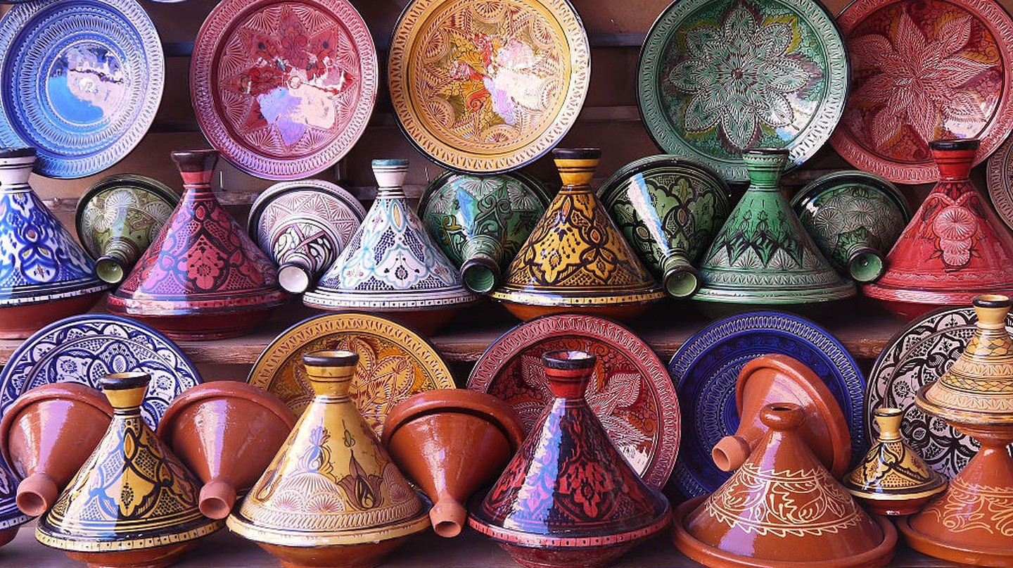 Tagines in a pottery shop | © Jafri Ali