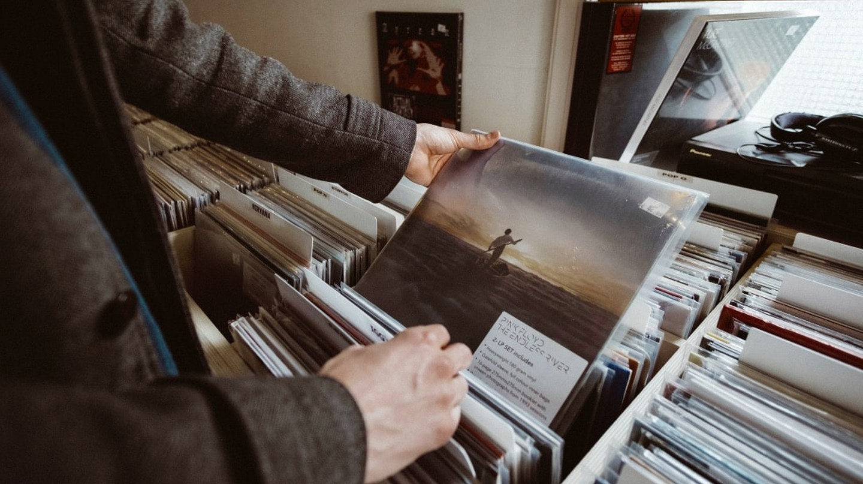 "<a href=""https://unsplash.com/photos/MnOPyE-I1RU"" target=""_blank"" rel=""noopener noreferrer"">Vinyl haunting | © Mitchel Lensink/Unsplash</a>"