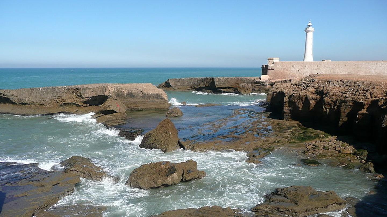 Rabat lighthouse next to the rocks   © Pline/WikiCommons