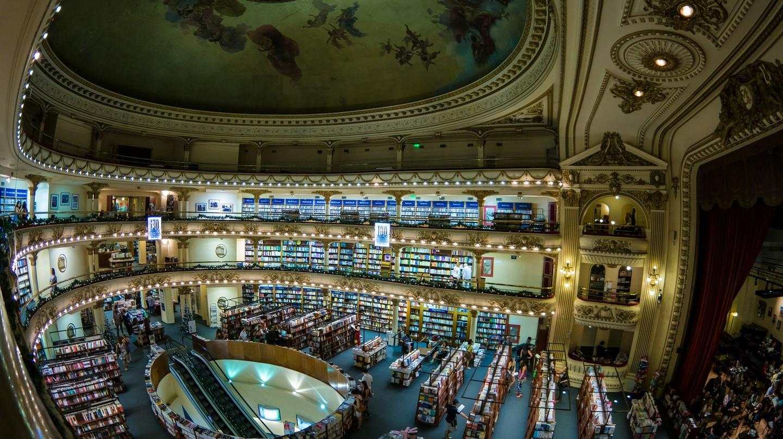 Bookstore | © Nan Palmero/Flickr