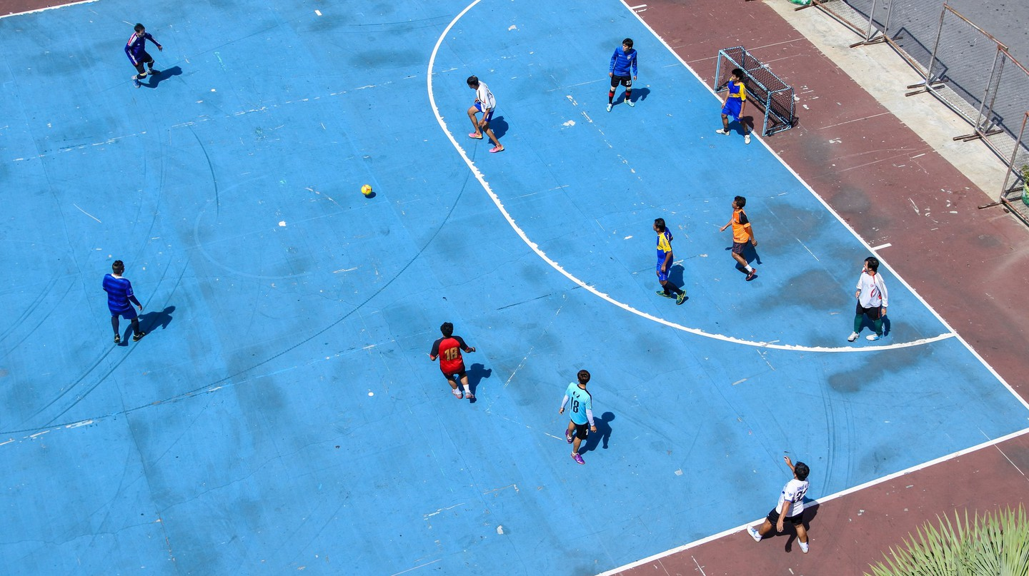 Playing futsal in urban spaces | © m-louis .®/Flickr