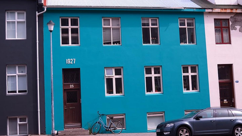 Blue House in Reykjavik |© Ole Husby / Flickr