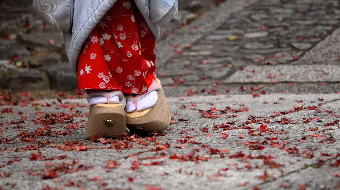 A maiko's wooden okobo, a special type of geta | © kyoto flowertourism/Flickr