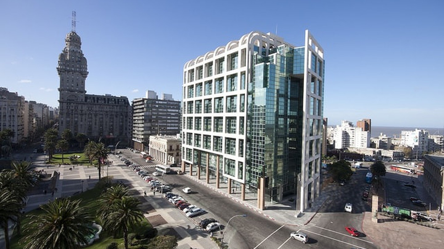 Old and new mix of architecture defines Montevideo