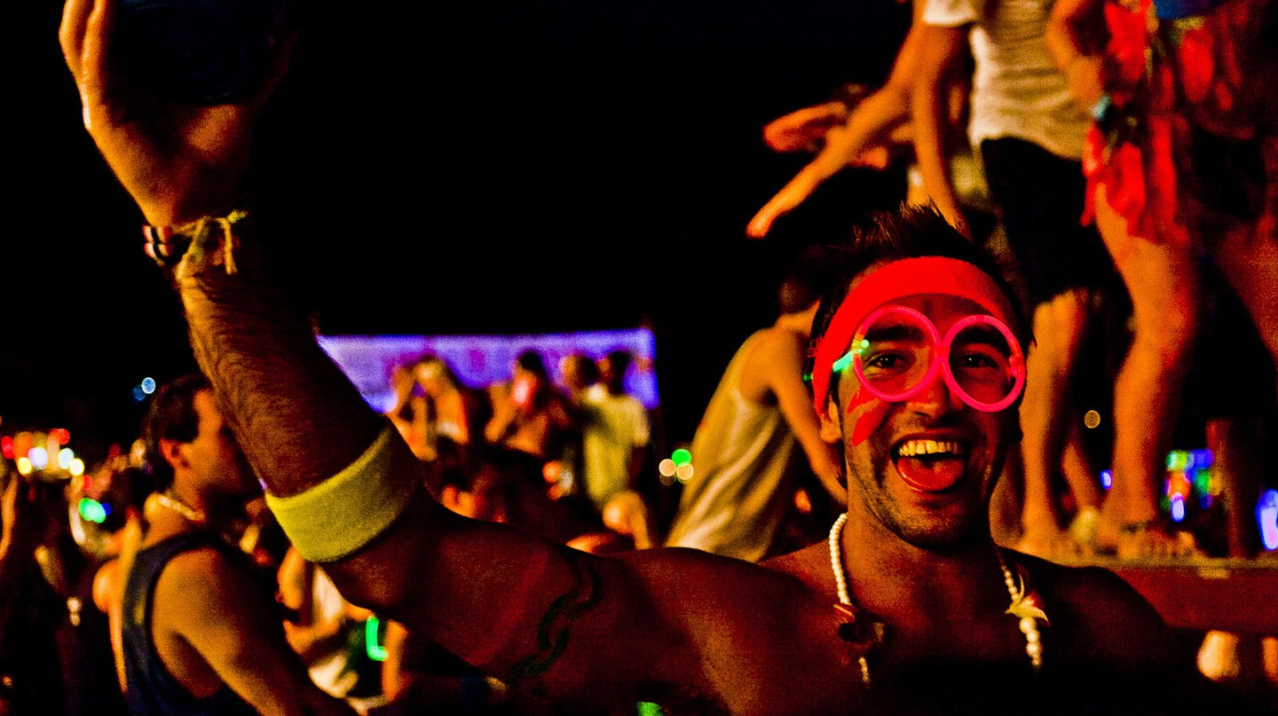 A full moon party goer | © Joe Stump/Flickr