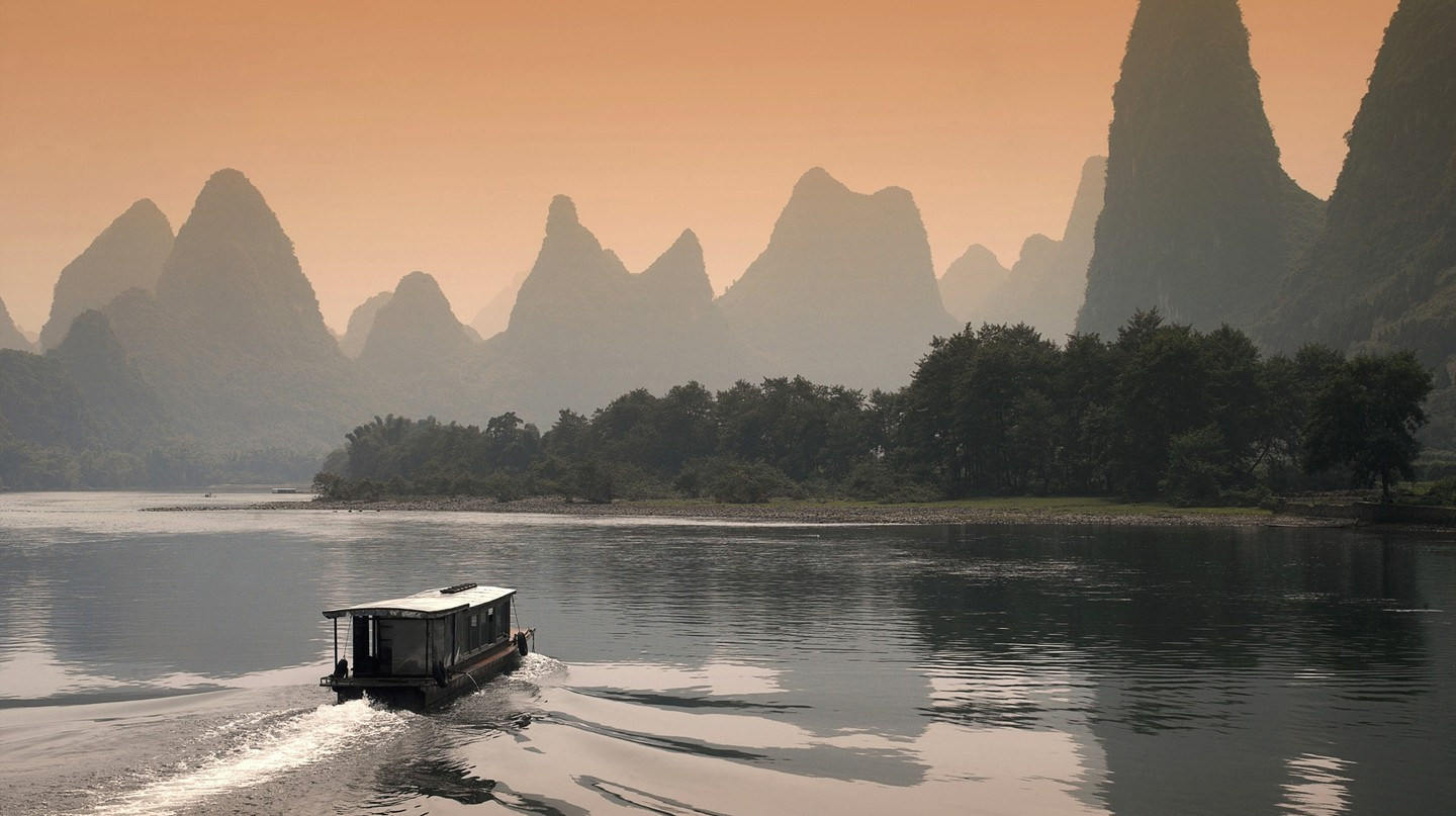 Limestone Karsts on Li River | © 一元 马