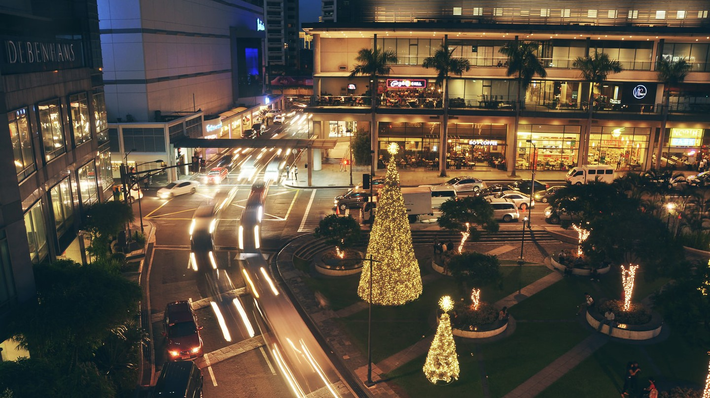 Makati City, Manila in December | © Andrew Subiela / Flickr