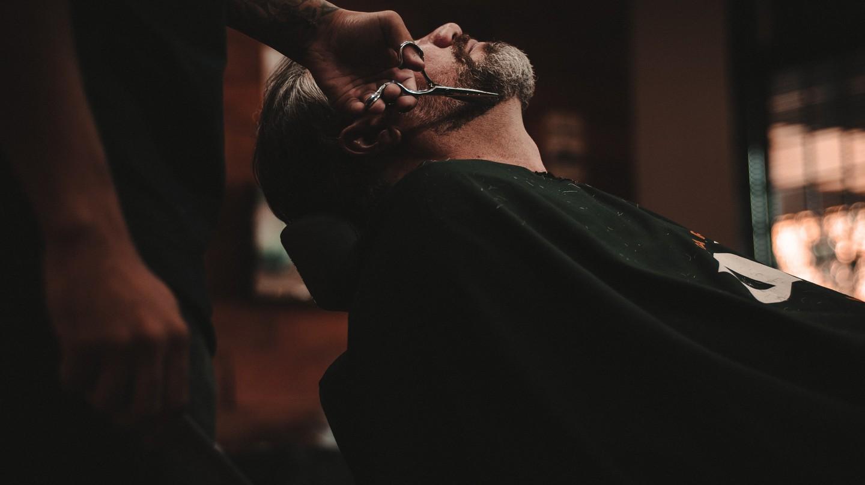 Find a good French barber shop | © Allef Vinicius/Unsplash