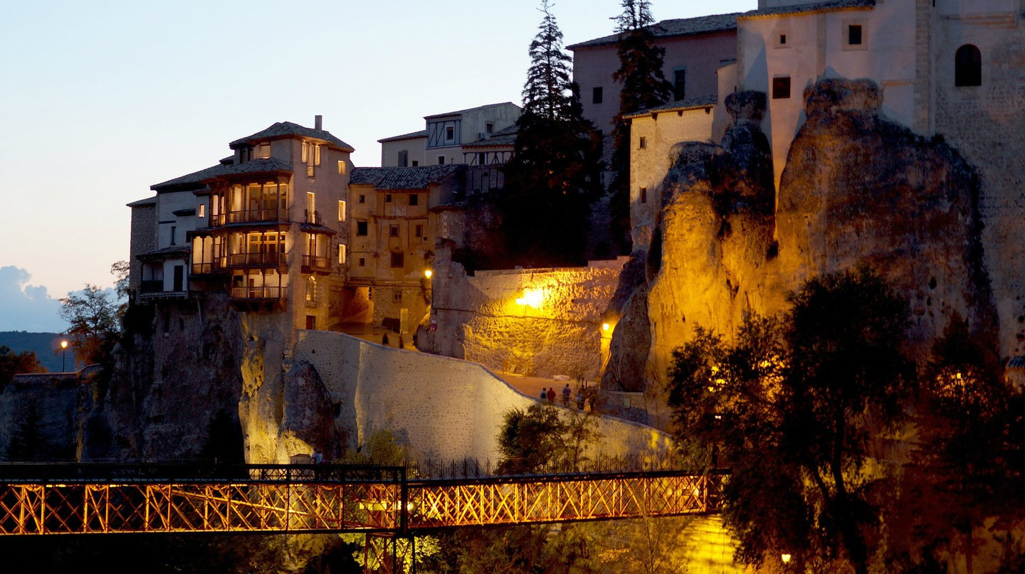 Cuenca's hanging houses |  © bearinthenorth / Pixabay