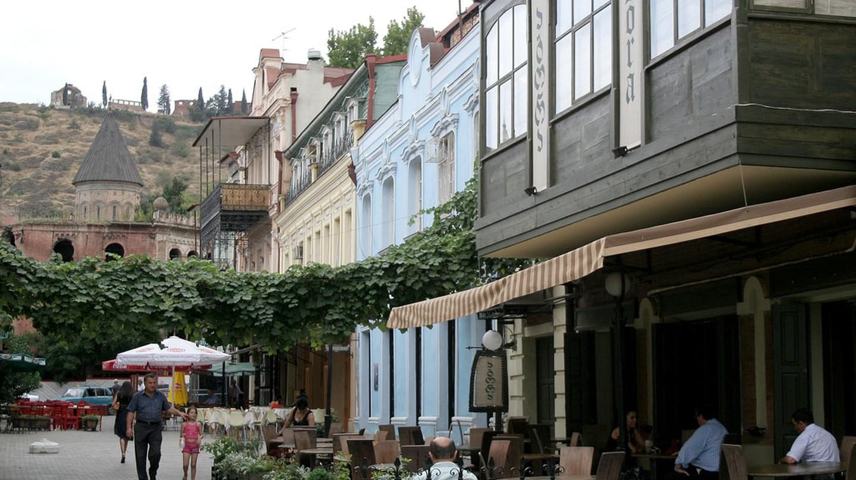 Street full of restaurants in Tbilisi | © dariva / Flicker