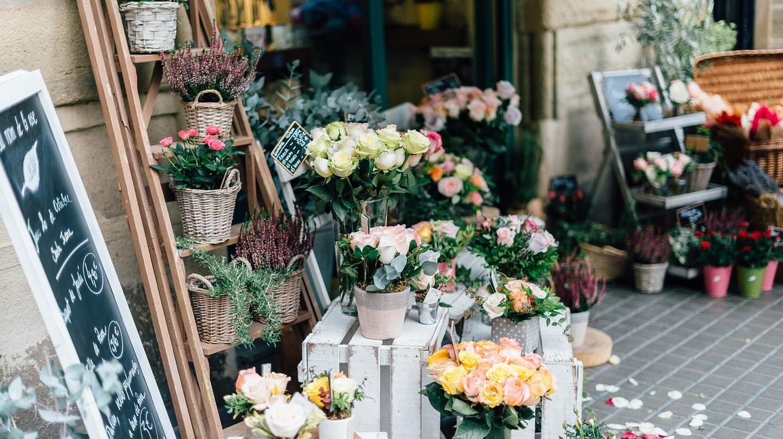 https://pixabay.com/en/flower-bouquet-petal-bloom-garden-2588972/