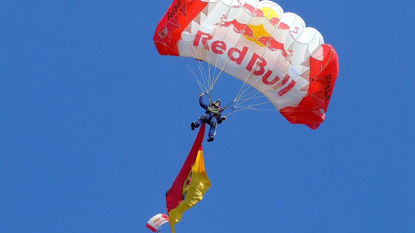 Red Bull parachute | © WikimediaImages / Pixabay