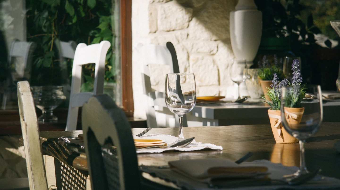 There are many Michelin restaurants where you can have an affordable meal in France |© Pawel wojciechowski / Unsplash