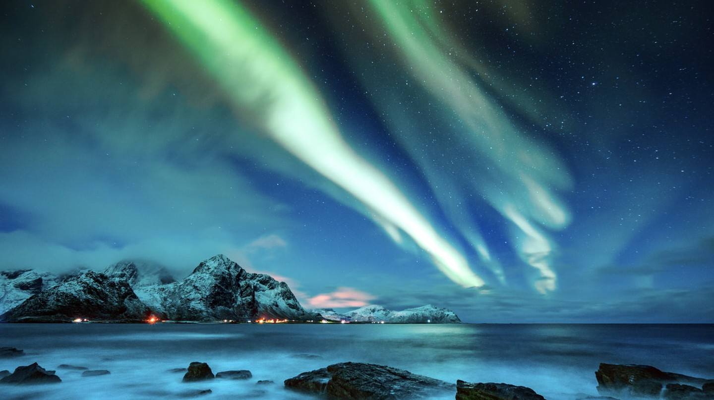 The Northern Lights of Lofoten, Norway | © Weston/Shutterstock