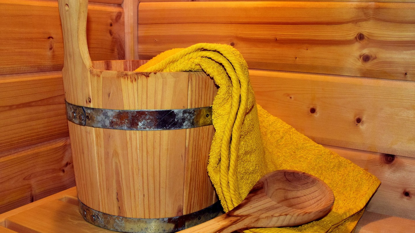 Sauna bucket and ladle |  © ulleo/Pixabay