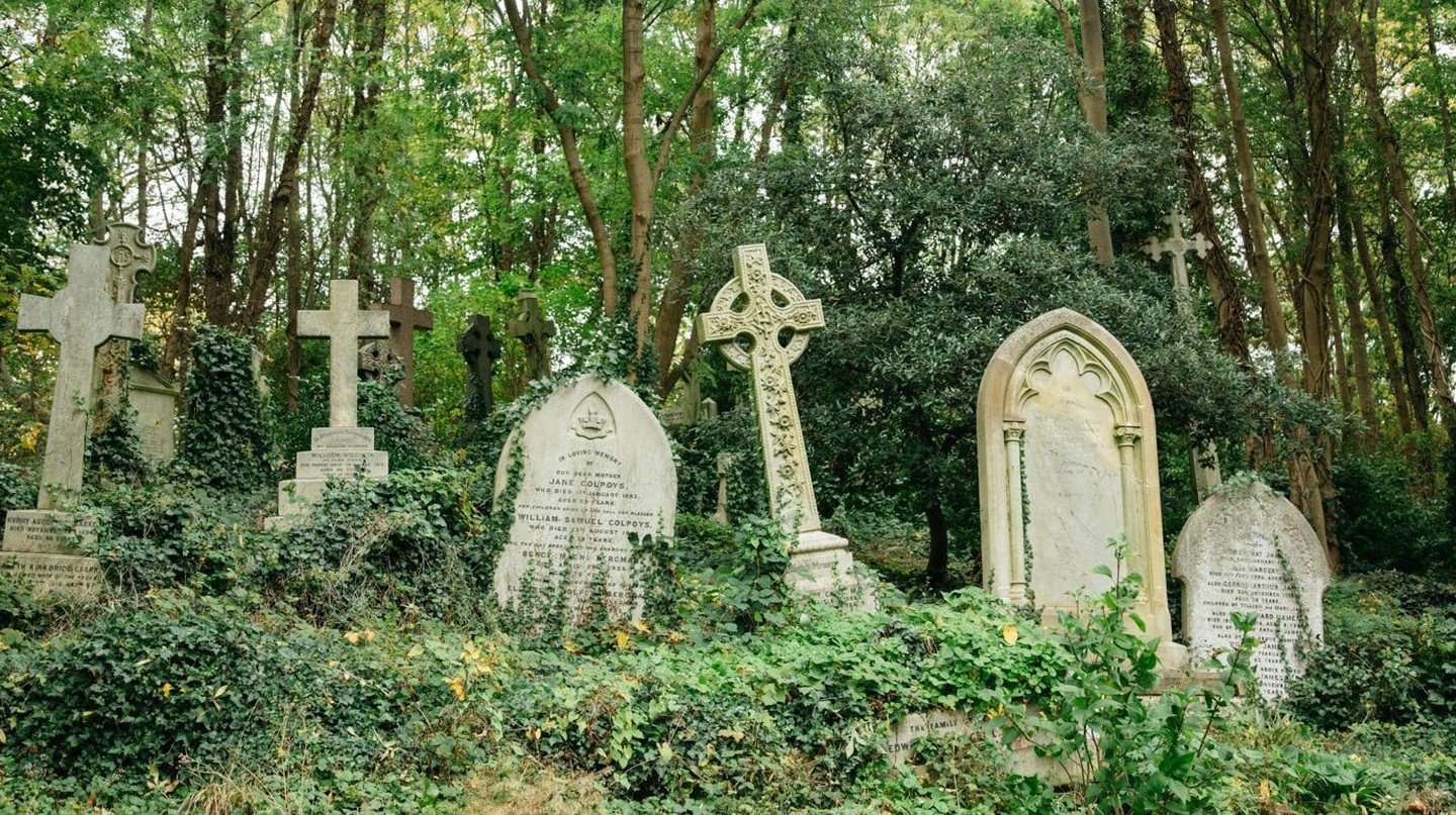 Explore the gravestones in Highgate cemetery