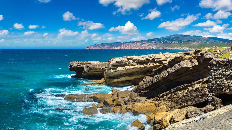Atlantic coast in Sintra, Portugal | © S-F/Shutterstock