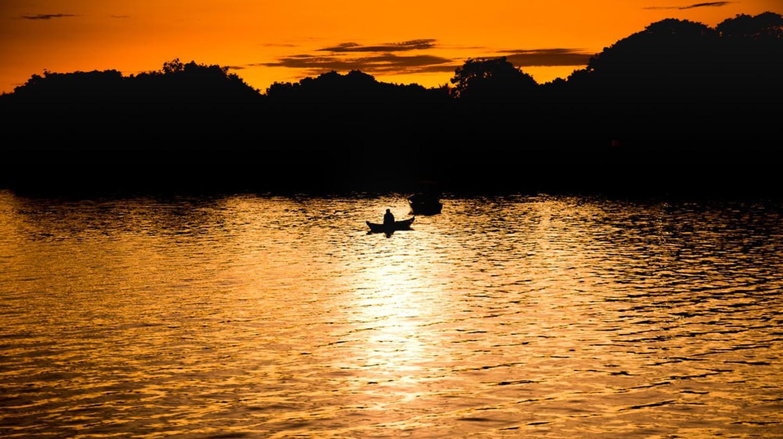 Golden morning on Alter do Chão, Brazil   © Antonio Rosiere/Shutterstock