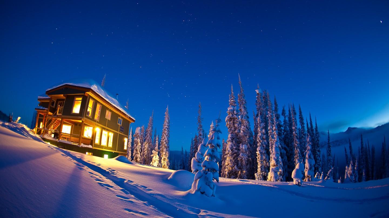 Night time at Sol Mountain Lodge | © Ryan Creary