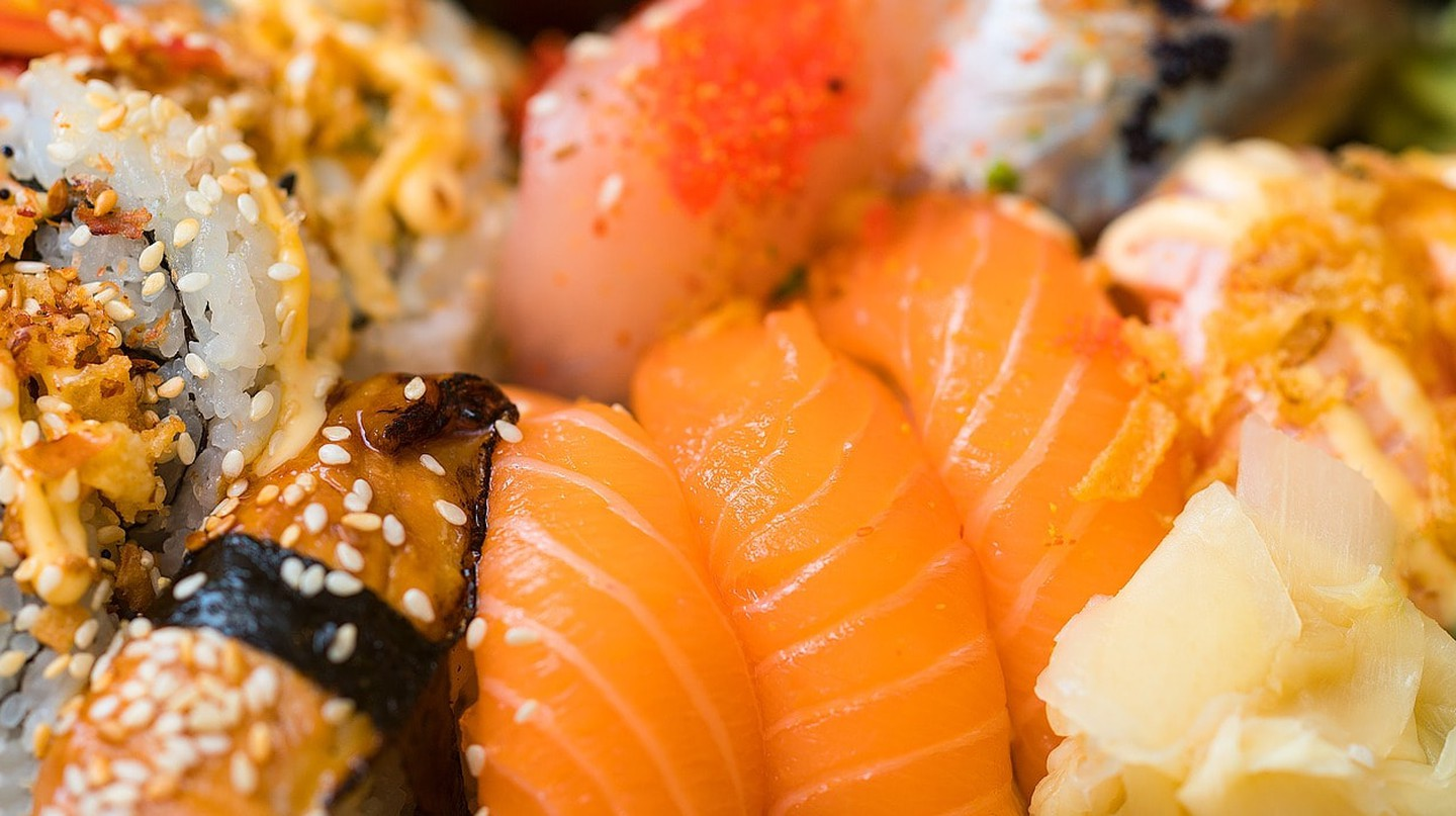 There are many different types of sushi   © qimono/Pixabay