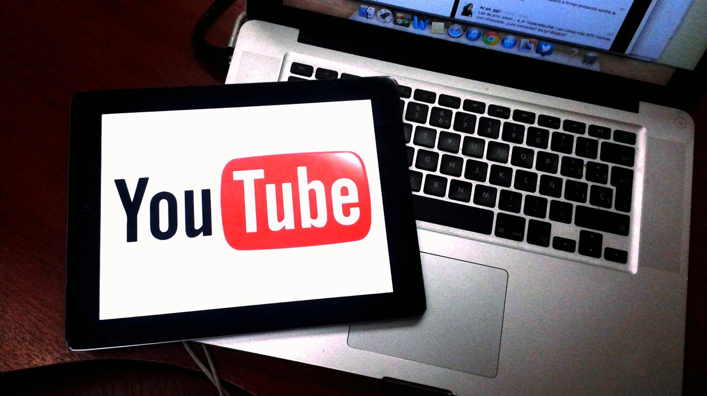 Learn to be a Youtuber | © Esther Vargas / Flickr