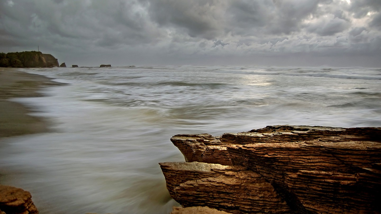 A rugged coastline in New Zealand   © Bernard Spragg/Flickr