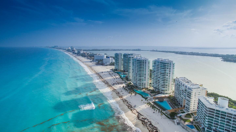 Cancún shoreline | © dronepicr/Flickr