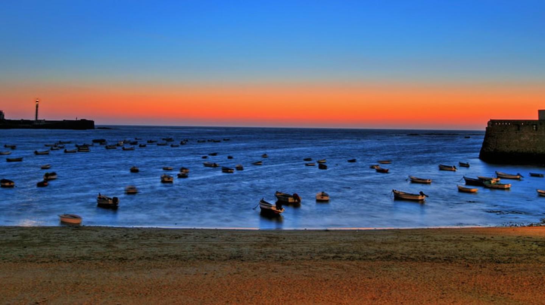 Caleta beach, Cádiz, at sunset | © chantrybee/Flickr
