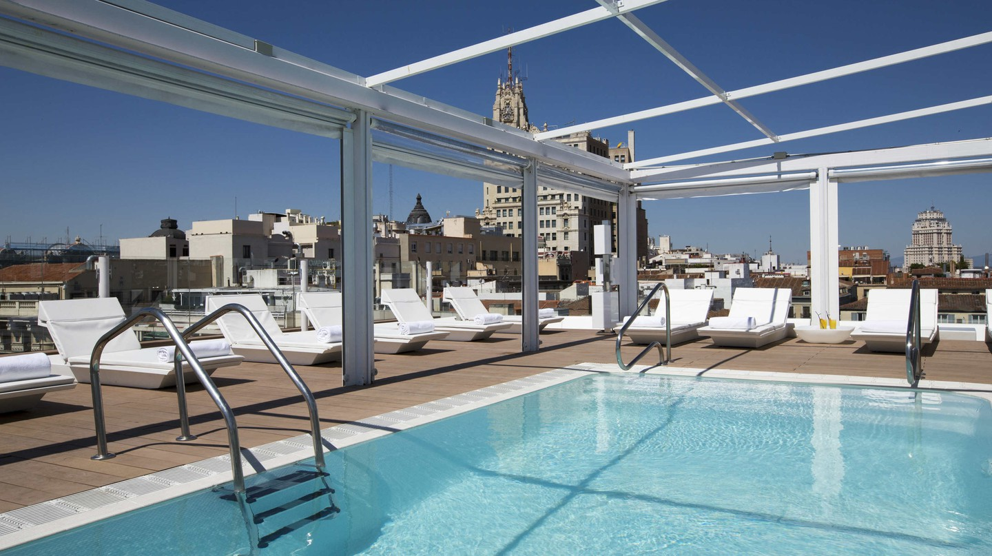 Room Mate Oscar's rooftop pool|©Courtesy Room Mate Hotels