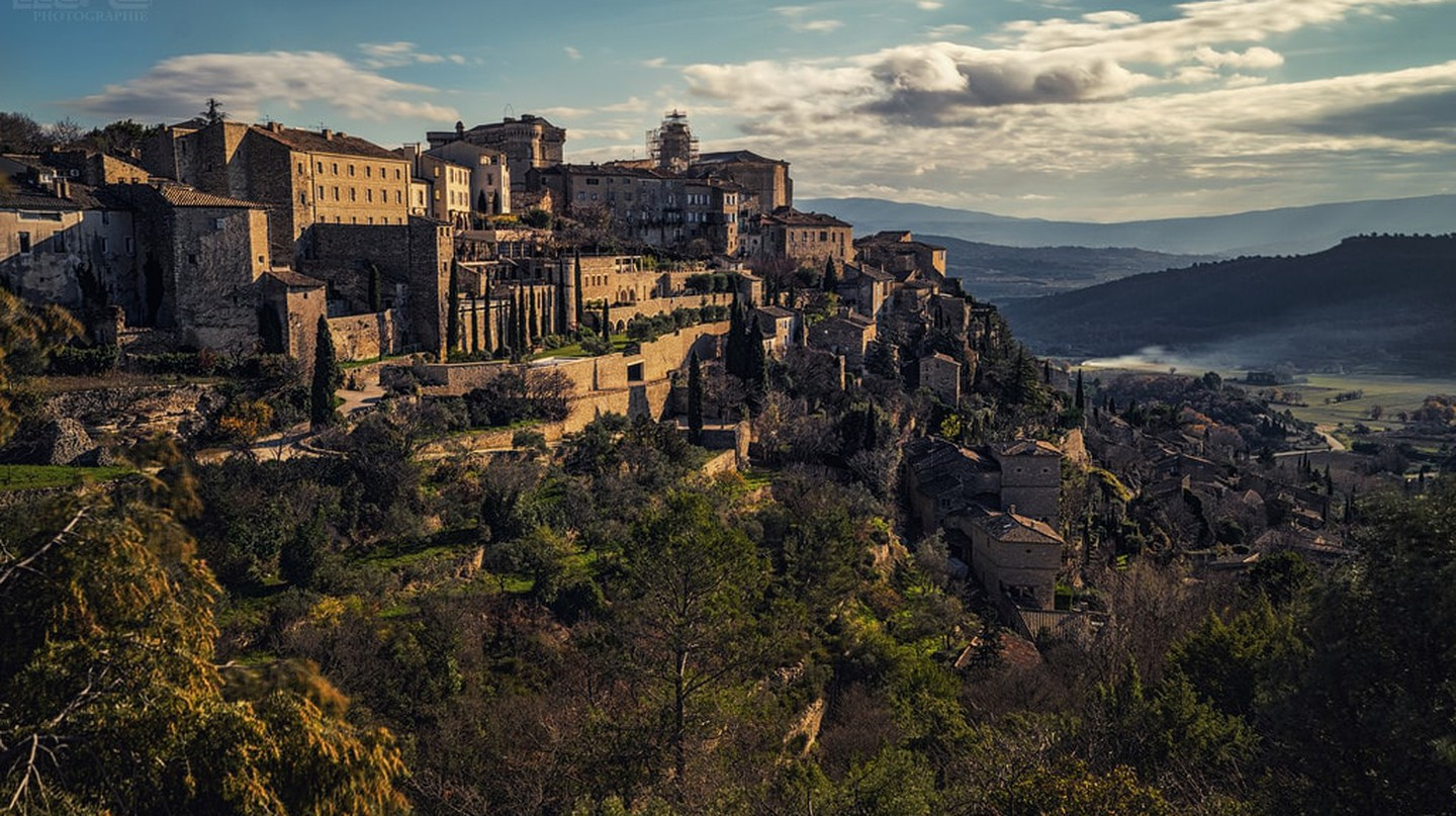 The hillside village of Gordes in the Luberon in southern France | © Paolo Gilberto/Flickr