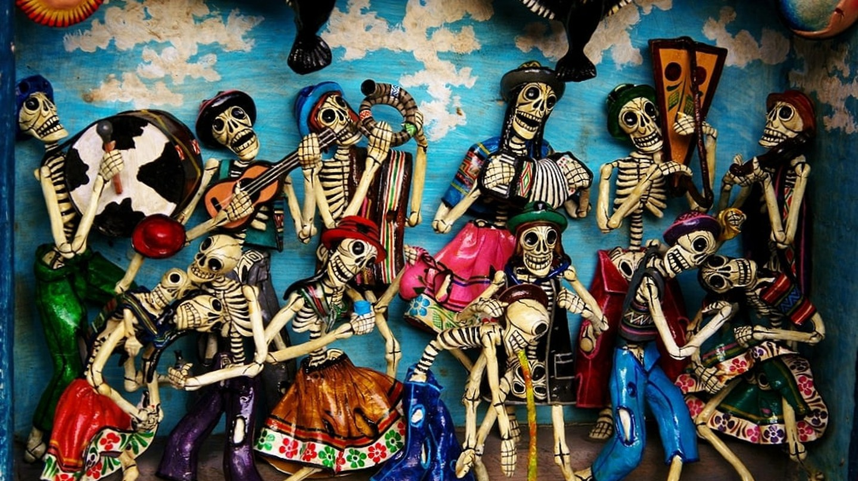Mexican skeleton figurines | © Carmelo Speltino/Flickr