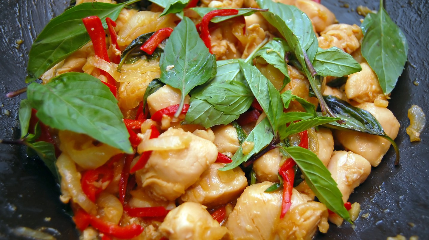 Pad Krapao chicken / © Gnawme/Flickr