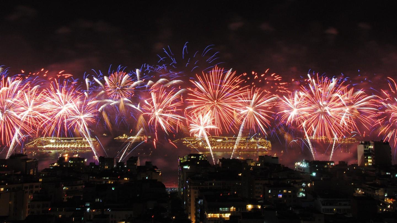 New Year's fireworks on Copacabana Beach, Rio de Janeiro | © Leandro Neumann Ciuffo / Flickr