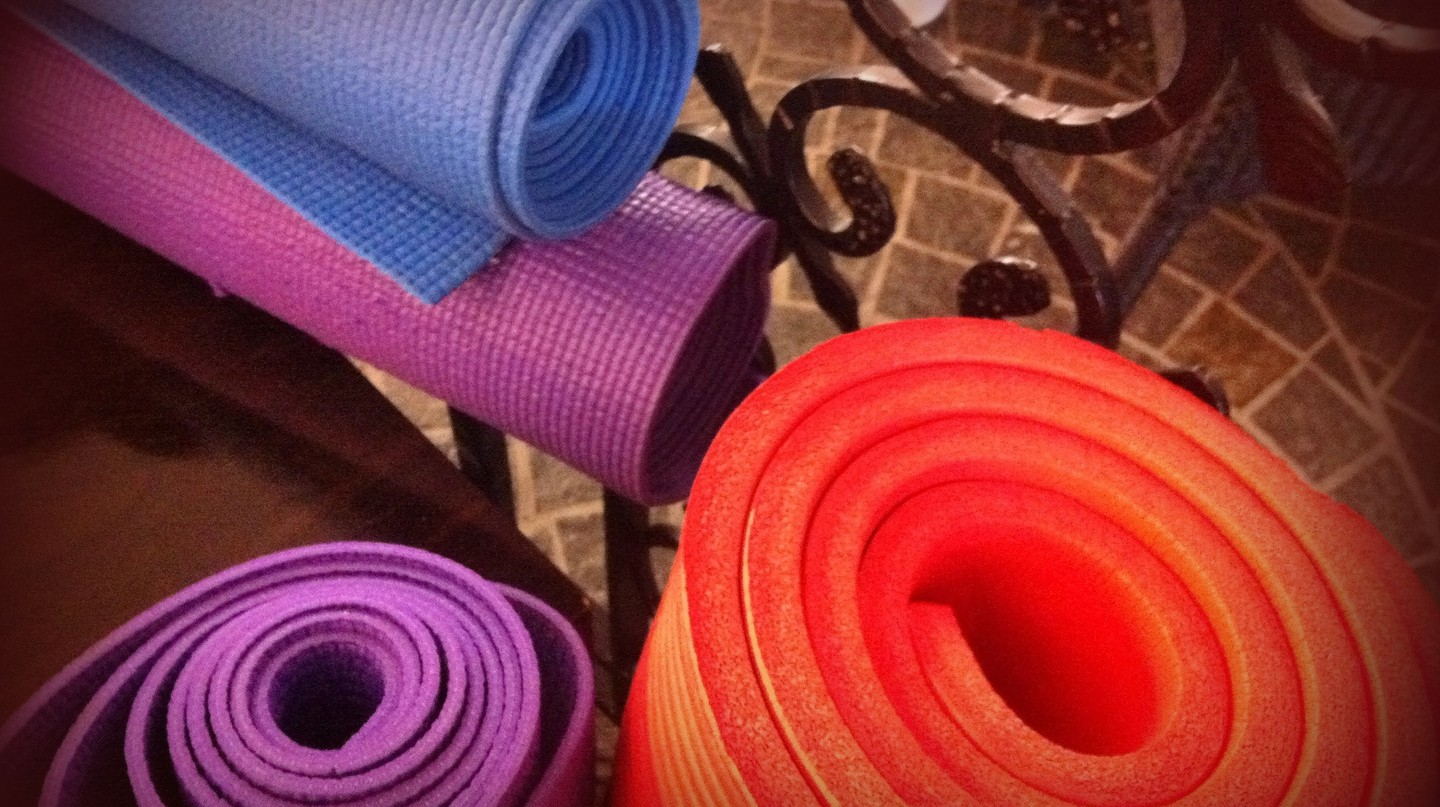 Yoga mats | © Tony and Debbie / Flickr