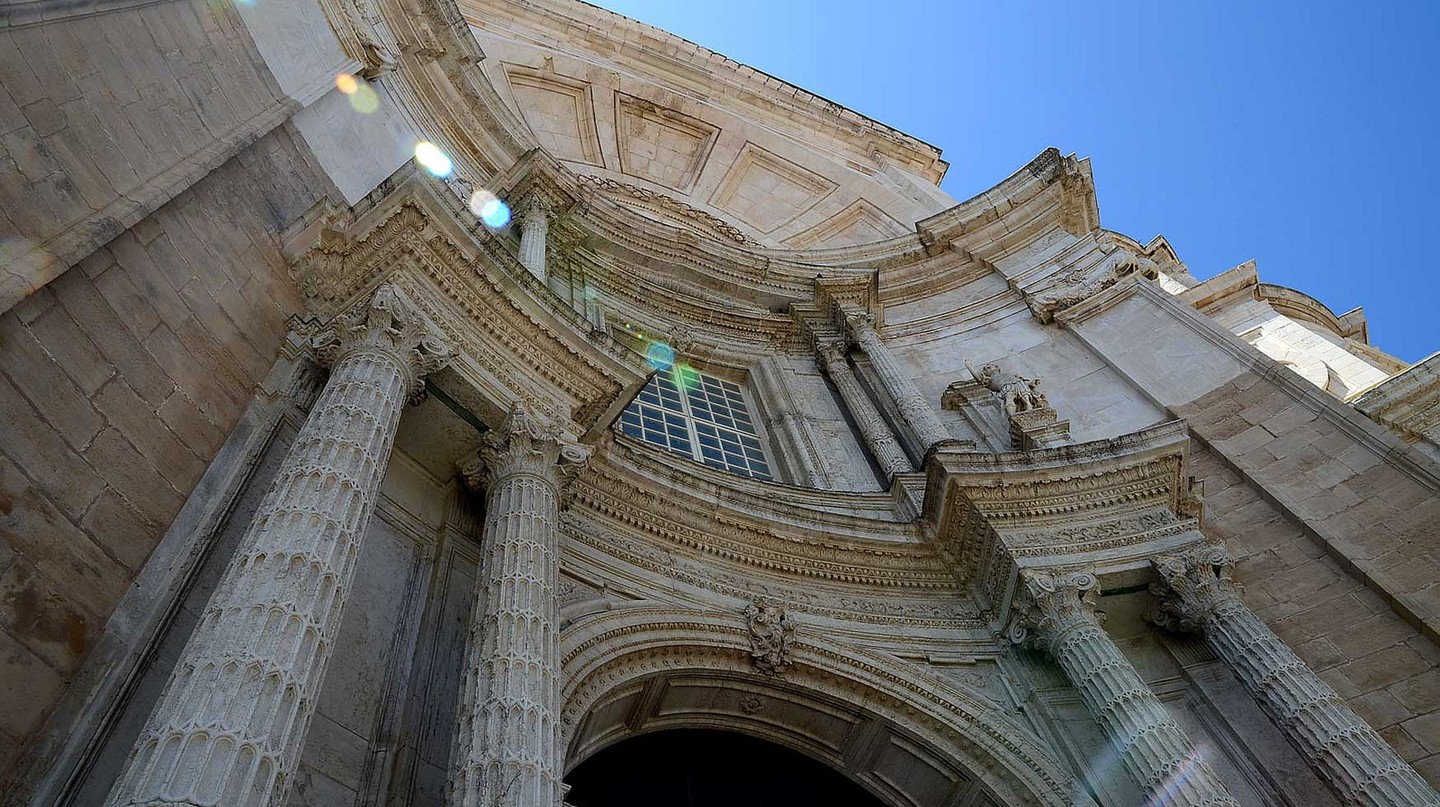 The facade of Cadiz's cathedral | © Roger Ward / Flickr