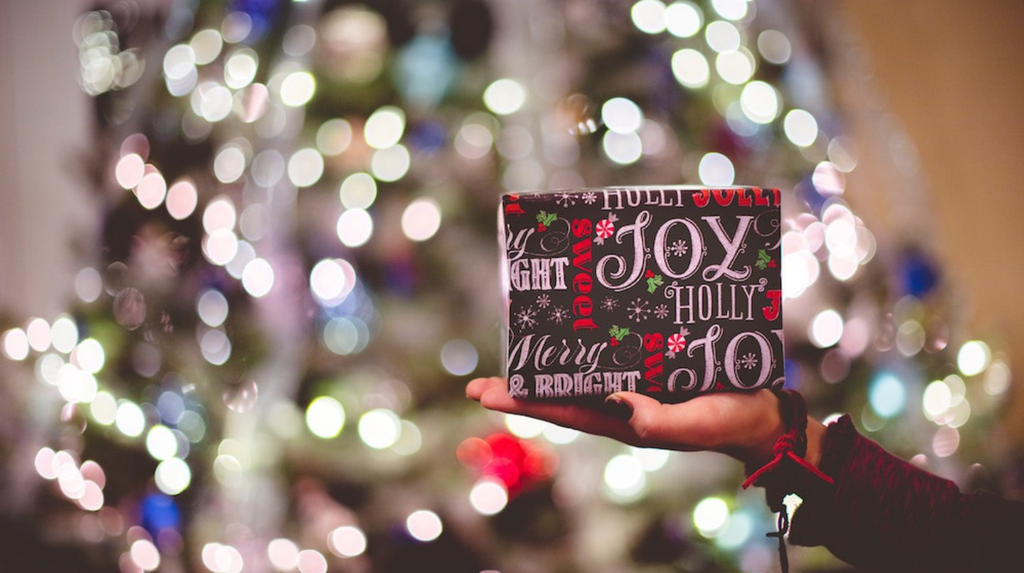 Holiday gift  | © Ben White/Unsplash