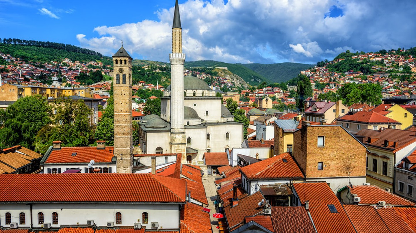 Old Town of Sarajevo with Gazi Husrev-beg Mosque and red tiled roofs of main bazaar, Bosnia and Herzegovina| © Boris Stroujko/Shutterstock