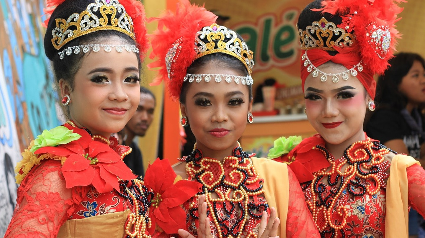 Indonesian girls with traditional costume | © masbebet/Pixabay