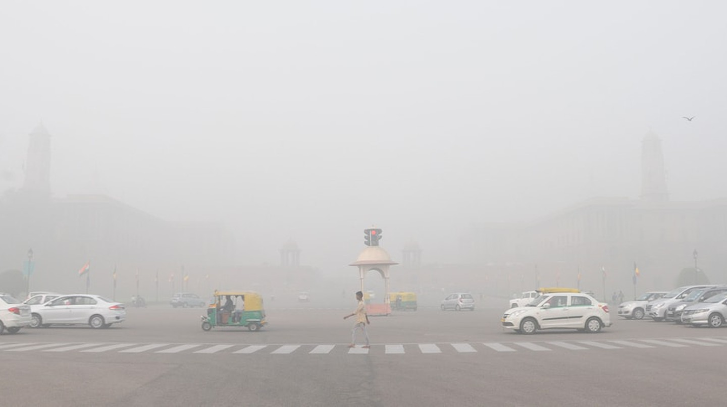A view of Rajpath Avenue in Delhi where heavy smog and low visibility have made travel hazardous