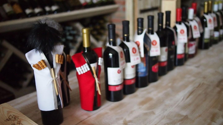 Georgian wine bottles   © tomasz przechlewski / WikiCommons