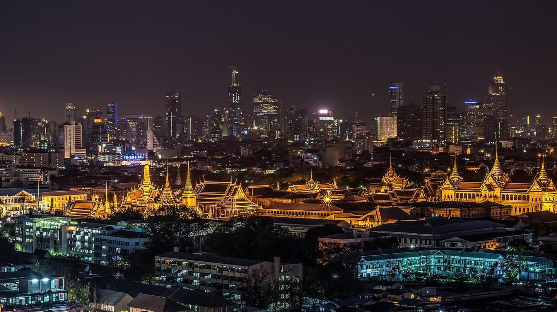 Bangkok's Grand Palace illuminated at night | ©sasint/Pixabay