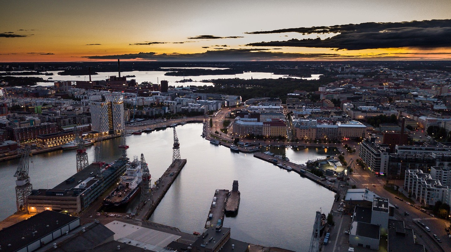 View of Helsinki at sunset | © kostiolavi/Pixabay