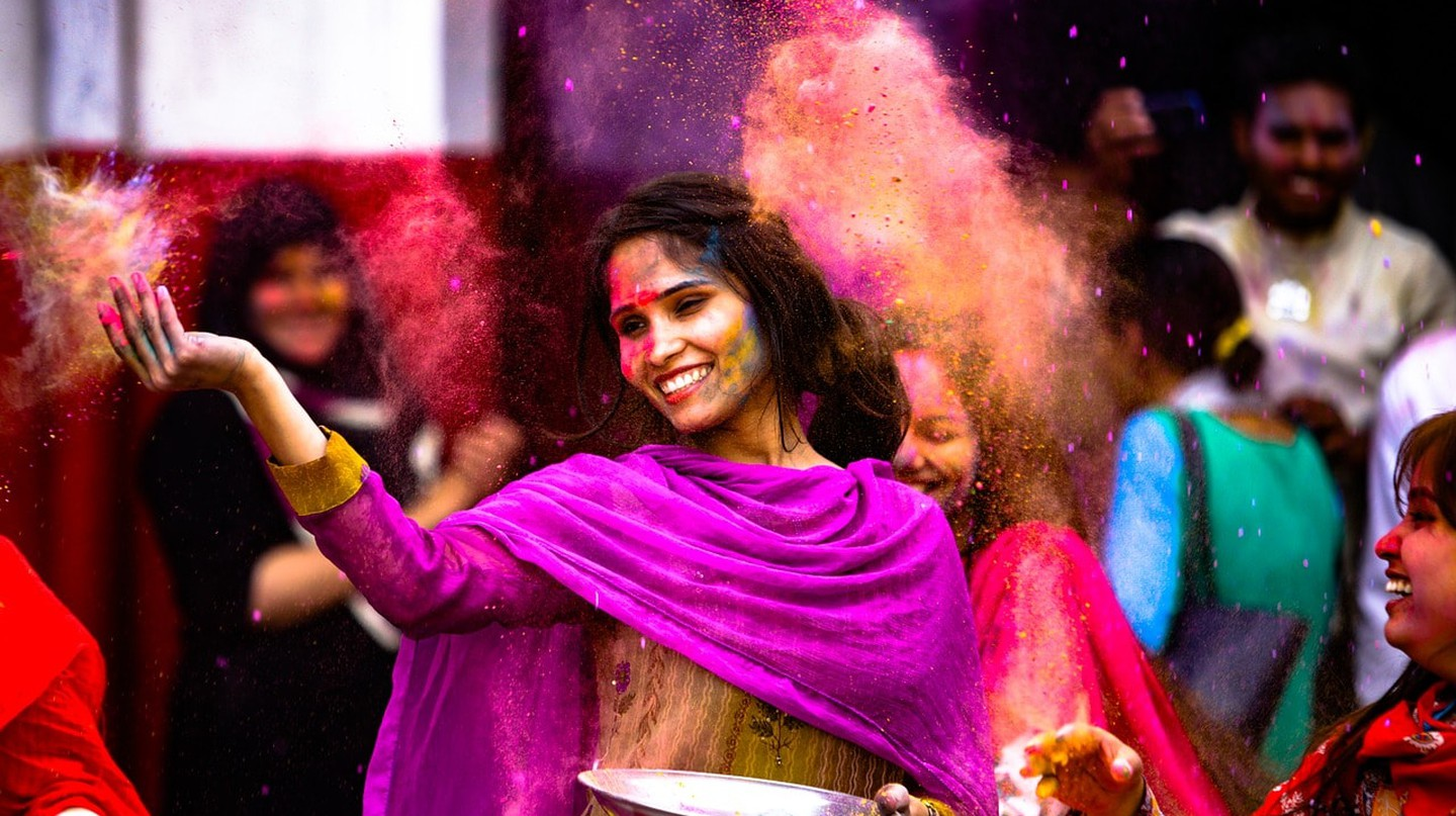Locals celebrating the Indian festival of colors, Holi | © Murtaza Ali/Pixabay