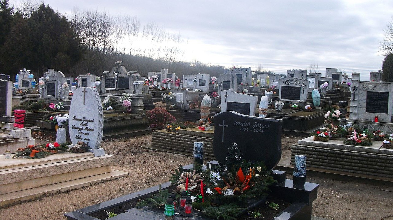 Cemetery of Zichyújfalu   © 四代目火影/wikimediacommons
